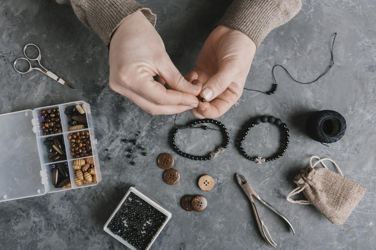 Jak zrobić bransoletkę z koralików?