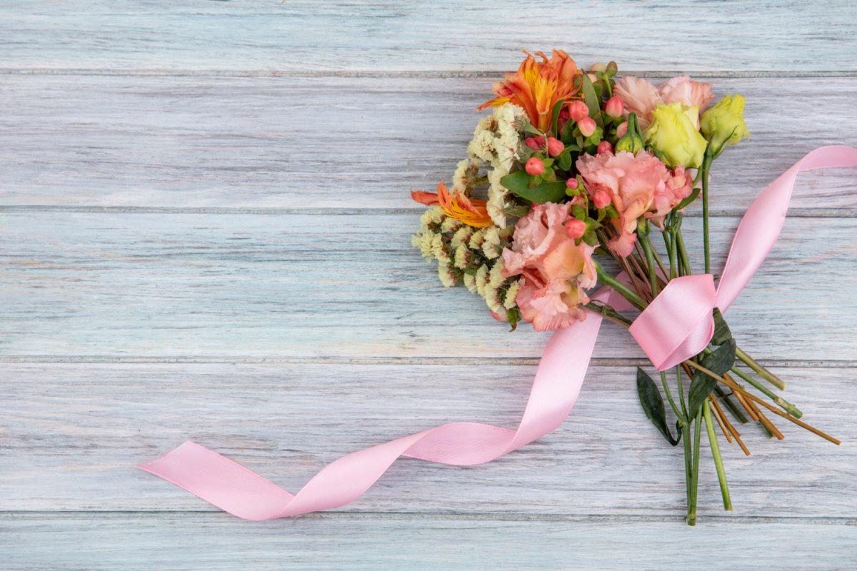 Jak układać kwiaty cięte w bukiet?