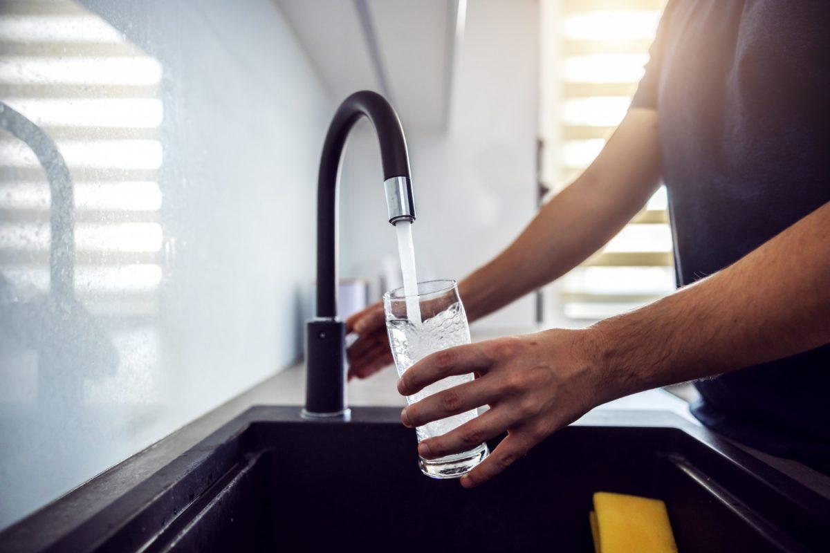 Jak oszczędzać wodę w mieszkaniu w bloku?